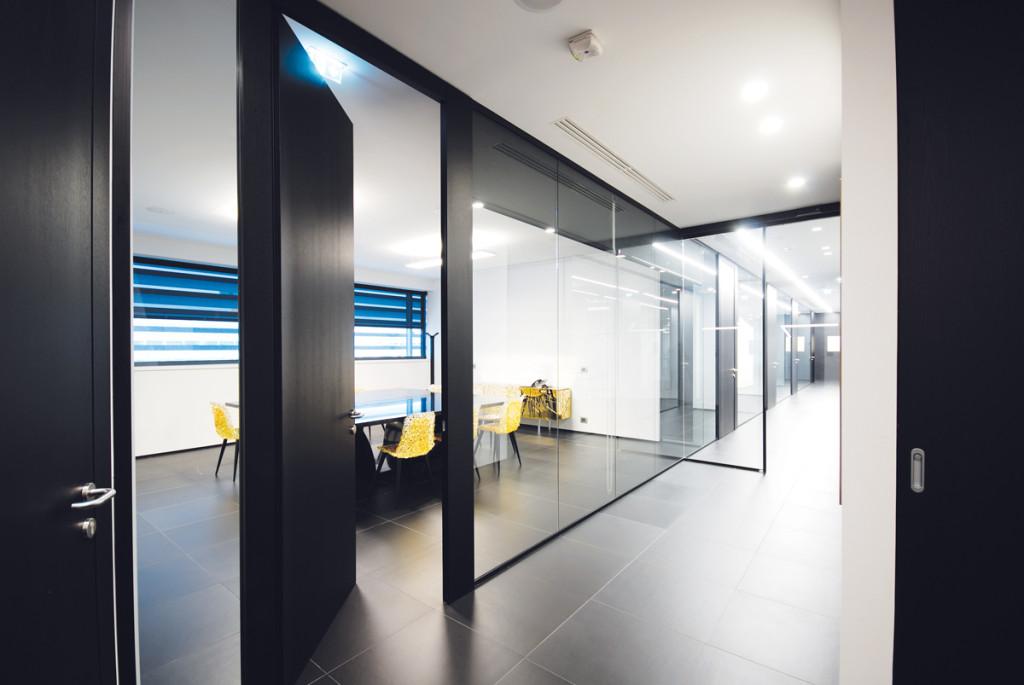 Scrivanie vetro ufficio scrivania da ufficio geo con for Pareti divisorie mobili per ufficio prezzi
