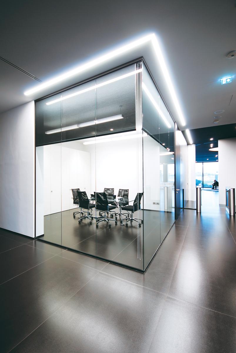 Pareti mobili divisorie in vetro mobili ufficio design in for Mobili design ufficio