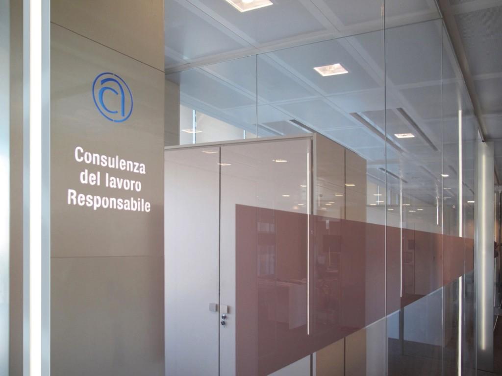 Pareti Attrezzate Moderne In Vetro : Pareti mobili divisorie in vetro ufficio design