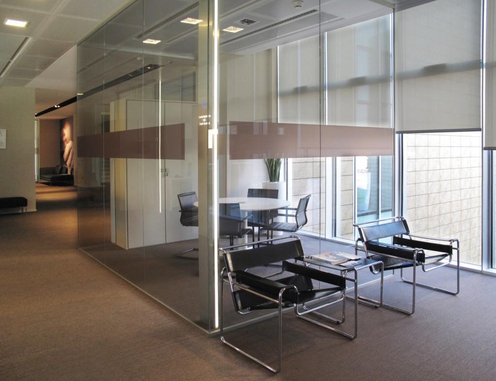 Pareti mobili divisorie in vetro mobili ufficio design in for Pareti per ufficio