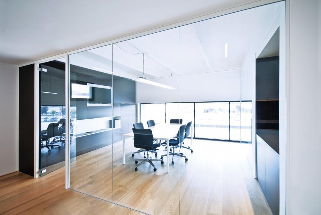 Pareti divisorie mobili attrezzate per ufficio in vetro e for Pareti per ufficio