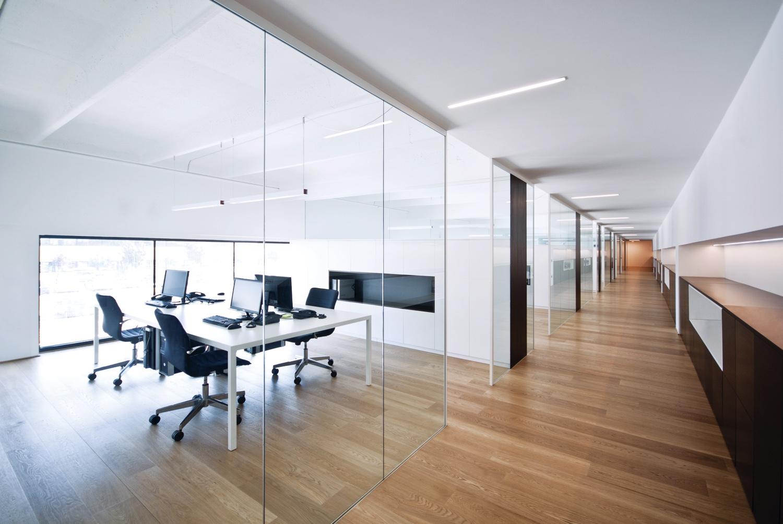 Vetrate ufficio arredo e vetrate ufficio porte vetro for Divisori in vetro per ufficio prezzi