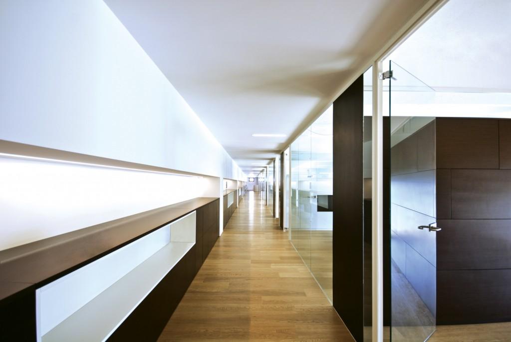 Pareti divisorie mobili attrezzate per ufficio in vetro e legno di ...