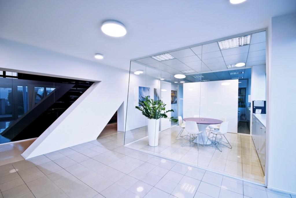 Pareti divisorie mobili attrezzate per ufficio in vetro e for Ufficio architetto design