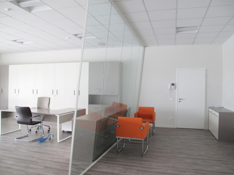 Pareti mobili prezzi facciate continue pavimenti tecnici pareti divisorie mobili arredi e - Pareti per ufficio prezzi ...