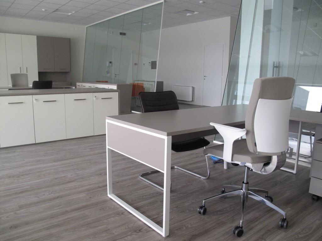Pareti mobili divisorie in vetro mobili ufficio design in for Uffici temporanei milano prezzi