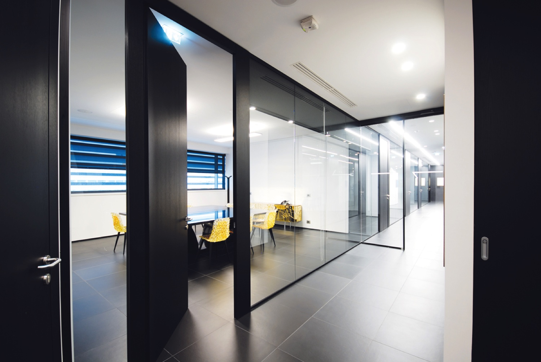 Uffici di bergamo for Mobili design ufficio