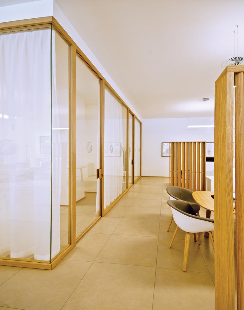 Unicredit reggio emilia for Mobili legno design