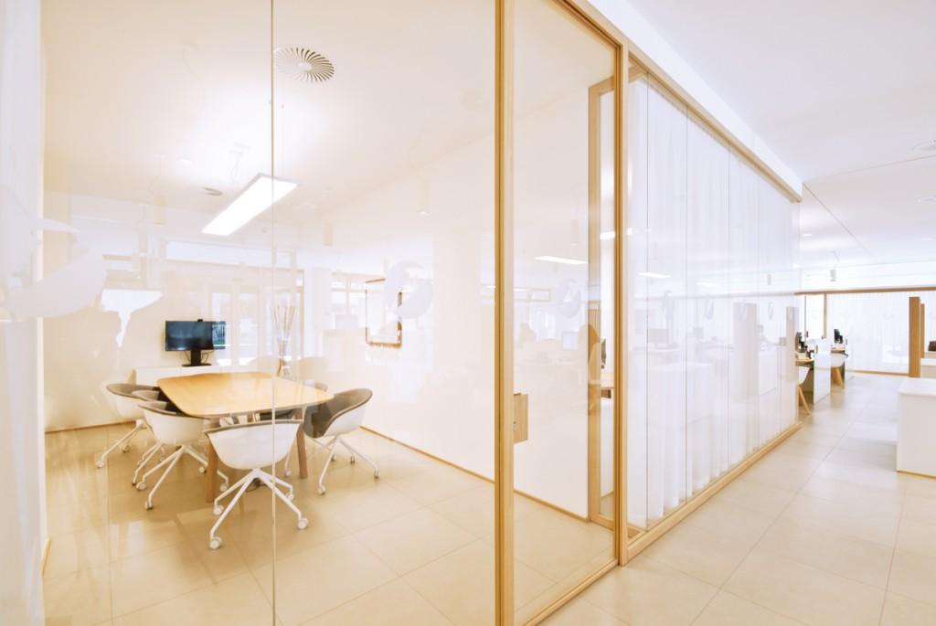Le pareti divisorie in legno di zi creative trasformano le - Pareti divisorie mobili per abitazioni ...