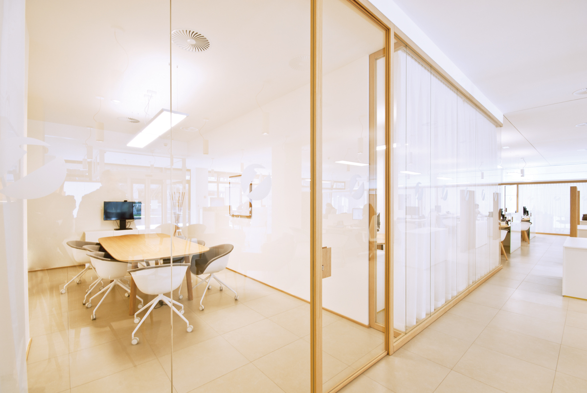 Pareti divisorie legno e vetro kr58 regardsdefemmes for Mobili ufficio prezzi