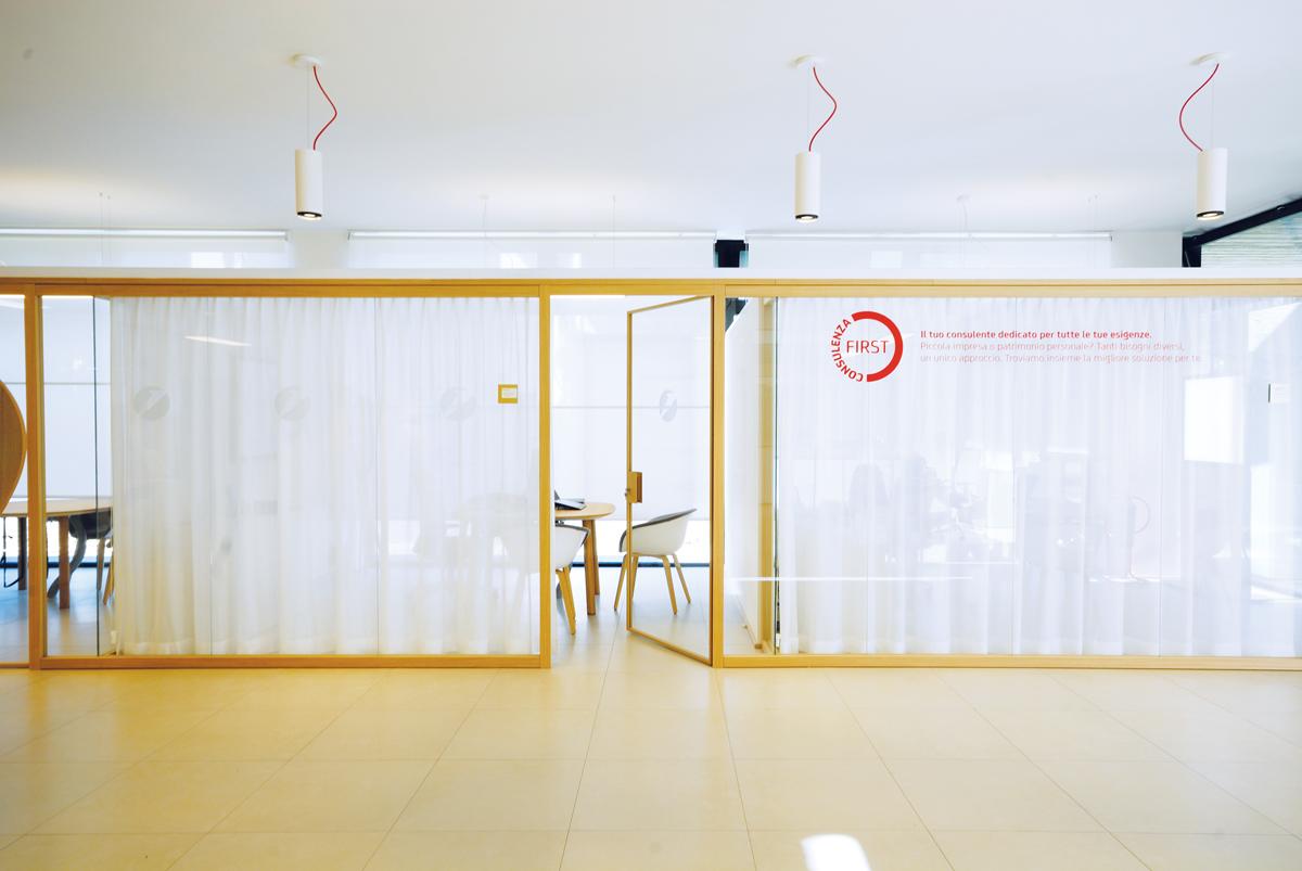 Pareti interne in vetro jg37 pineglen for Mobili design ufficio