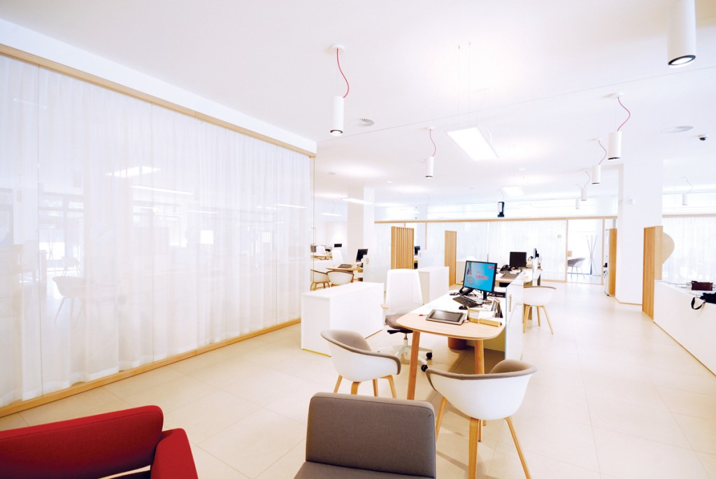 Pareti divisorie mobili attrezzate per ufficio in vetro e for Produzione mobili ufficio