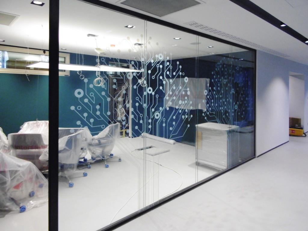 Realizzazione pasha bank in baku azerbaijan con pareti for Design ufficio vetro