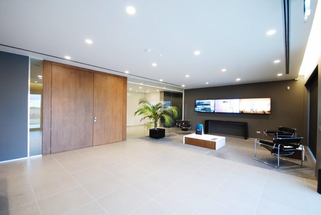 Pareti divisorie mobili attrezzate per ufficio in vetro e legno di design: produzione e ...